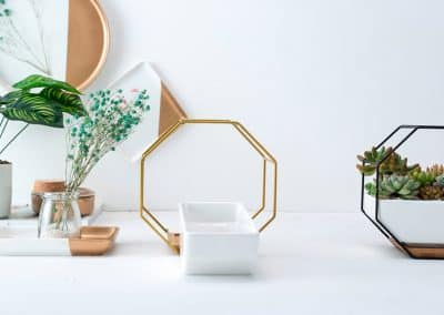 metal and cermanic wall hanging planters1