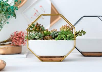 metal and cermanic wall hanging planters2
