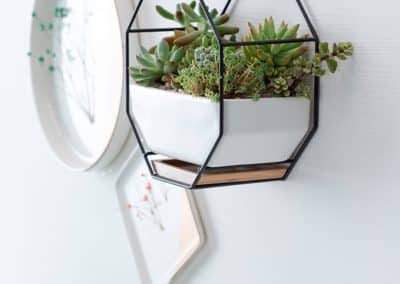 metal and cermanic wall hanging planters6